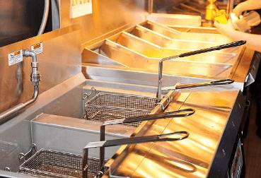 Mantenimiento freidora industrial de cocina en residencia